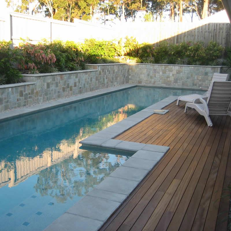 Feature stone besser block retaining wall